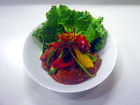 Boiled_chicken_on_tomatosauce_2